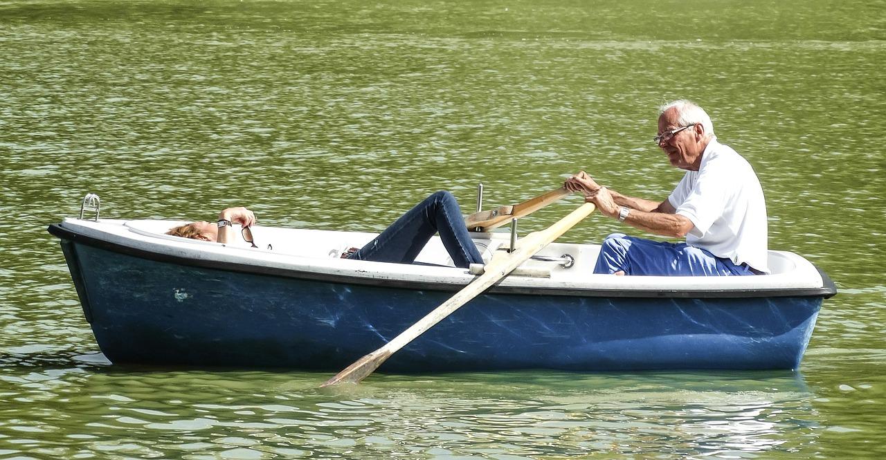 Un professionnel du rachat de crédits pour retraités peut vous aider